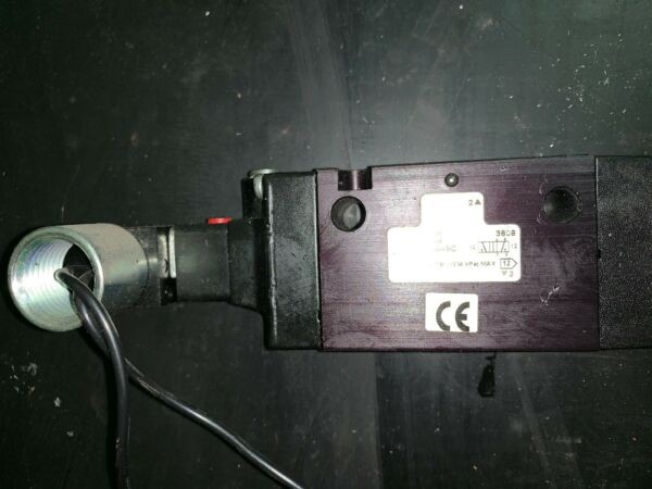 NIB Parker Solenoid Valve       B511ACA49C (2)