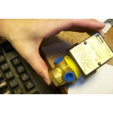 NEW PARKER 04F30C2106ACFEC05 GOLD RING SOLENOID VALVE*
